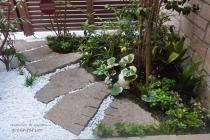 シェードプランツの浴室前坪庭