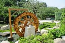 水車と流れの庭