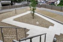 ローデッキと菜園と庭を廻る園路