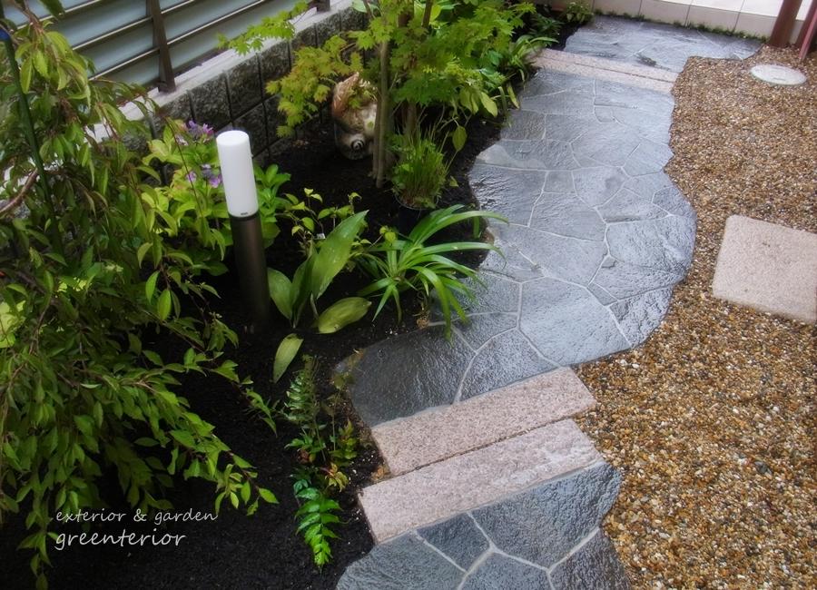 ガーデンリフォーム 鉄平石の和庭とアンティークレンガの小路