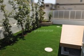 ローメンテナンス 人工芝の庭写真